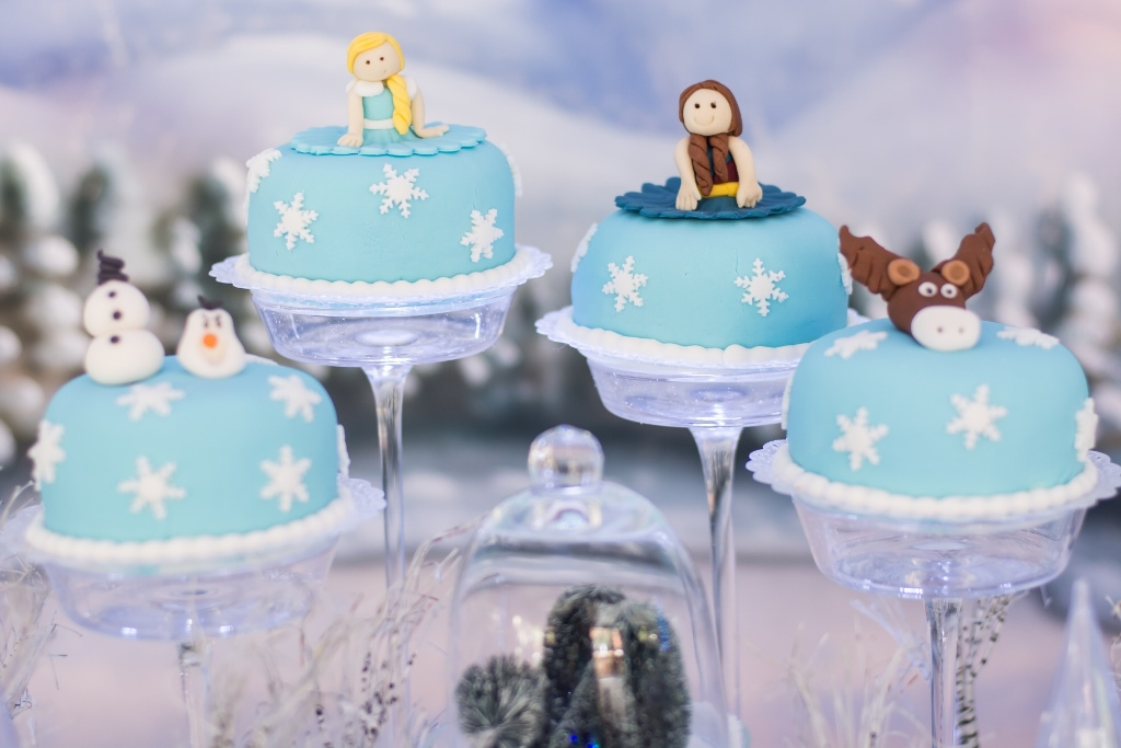 mini-bolos-decorados-frozen-personagens-aventura-congelante